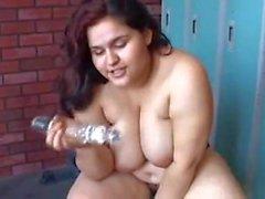 Big Tits BBW Schönheit liebt es, ihre fette saftige Pussy zu ficken