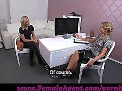 FemaleAgent . Kameraassistenten wird in die Action