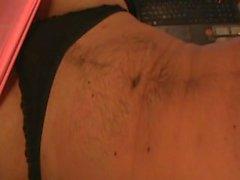 АНАЛ Играйте с по СГФ ВИБРАТОРА НОШЕНИЕ черные стринги и розовые Leggings . Вид две