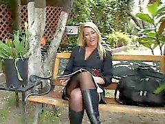 MILF Blondine Saugen riesigen Schwänze