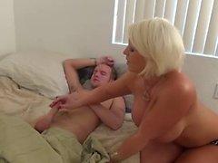 Sıcak Amazon Blonde Cougar Bir Out İşleri