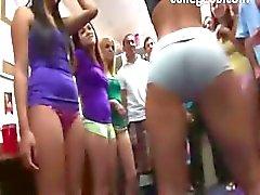 Groep van geile meiden erotica op college