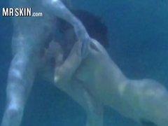Underwater alastonkuva kohtauksia