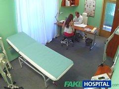 FakeHospital Doktor ağır bir seks dozu ile seksi bir hastayı tedavi eder