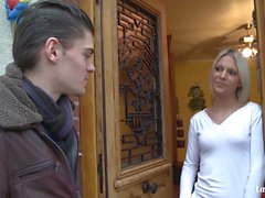 LA NOVICE - Sıcak Fransız blondie derin göt lanet alır