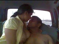 Karayolu üzerinde Kocasının Arkadaşlar Hint Karı Mehak