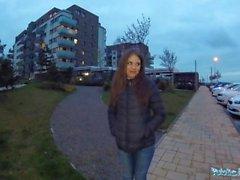 Offentlig agent Sexig blyg rysk babe knullad av en främling