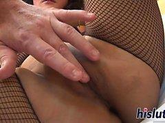 Pinottujen Linda fingers hänen aasialaisia käsipuuhka