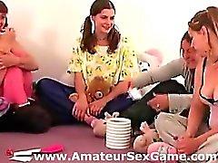 Del gruppo dilettante vero suona gioco molto sexy festa