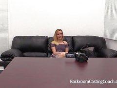 Petite Tiny Blonde Spinner Arsch gefickt auf Casting Couch