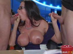 Ariella Ferrera gives news watchers an eyeful