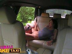 Weiblich Gefälschte Taxi Expert Pussy lecken macht sexy tschechische Fahrer cum