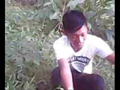 awek индонезия tudung на открытом воздухе