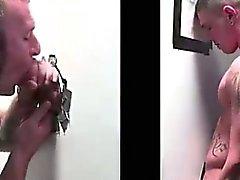 Hidden bellimbusto gay succhia cazzo dritto a Buco glorioso