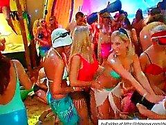 Crazy dronken sletten geneukt in een orgie feest