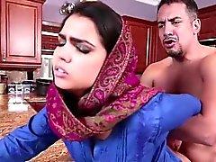 Große Brüste arabe jugend Ada wird hart gefickt