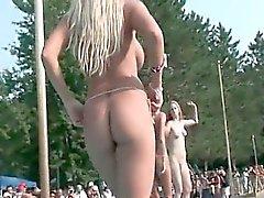 Verschiedene geile blonde Stripperin Babys