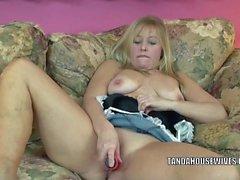 Liisa käyttää dildoa vittu pillu