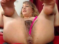 Блондинка мамаша мастурбировать в общественном туалете