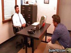 Heißer Homosexuell Berke Parker ficken im Büro