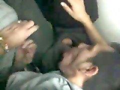 Друзья убить время на метро