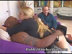 Passionate Frau Sie auf Freigegeben für schwarzen Schwanz