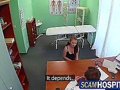 Catrin riceve un caldo sesso libera alla clinica