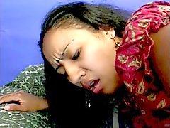 волосатое тело индийские шлюха с прекрасным жирной заднице трахнут а выпьет груз