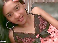 Сладкая ледибой Подростка Natty Bareback на лице
