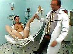 Seksikäs hoikkia nymfomaani sukat paljastaa suullinen taito klinikalle