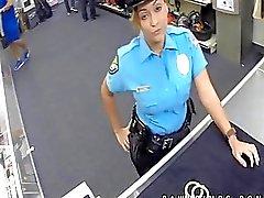 Oikea poliisi moonlights kuin Ho panttilainaamon