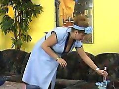¡La rubia gorda tiene una cierta diversión con dos bebés del ébano!