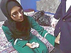 Arab tyttö silmälasit syvältä Kahden hanat laatusuhteeltaan