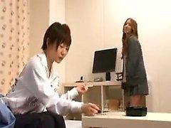 Härliga japanska flickor delta i en het lesbisk romance o