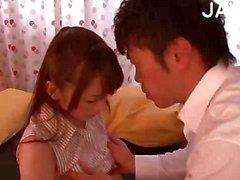 Горячие азиатские детка получает Целовал