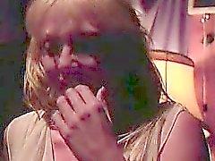 Nada se compara a esta orgía todo lo alto de chicas que se involucra a cinco a mujeres maduras calientes fumar . Besan equipo juegue azafata e invita a sus amigos a una orgía de lesbianas desagradable . Se desnudan y se acarician y obtener unos a otros con un montón de lamer el coño y consolador shar