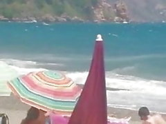 reife Frau masturbieren im Strand