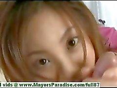 Natsumi Mits onschuldig schattig Chinees meisje geeft een grote blow job