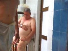 hommes nus au sauna