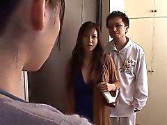 Japanska hustrun kränkas framsida mannen
