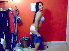 Warm Indian Girl auszusetzen ihren nackten Körper mit ihr BF genießen