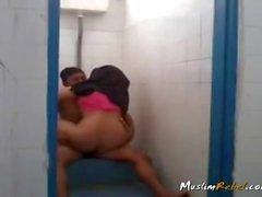 Indonesia pareja follando en cuarto de baño
