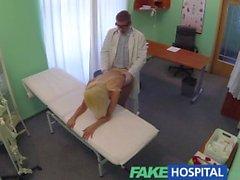 Sahte bir Hospital Doctors önerisi fiyat ödeyerek seksi sarıya bulunur