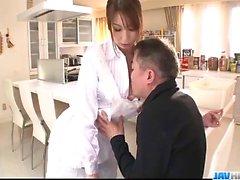 Nichts wie ein großer Schwanz Araki Hitomi zu gefallen Hahn saugt