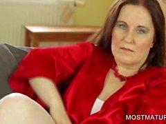 Mamãe meias mostrando peitos grandes