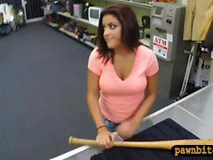 Big Tits Frau verkauft ihre Baseballschläger und wird gefickt