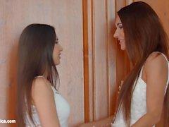 Unglaubliche Schönheiten auf Sapphic Erotica Alexis Bril
