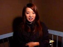 Lockande japansk tjej gör en kuk brast med nöje i