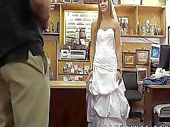 Mariée abandonnée se vend de pawn shop