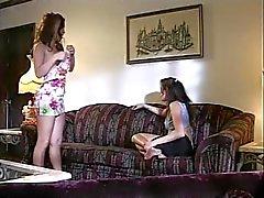 Atrevido Duo Lesbian de cabello oscuro lama de cada uno orejeras mojados después consolador erótica
